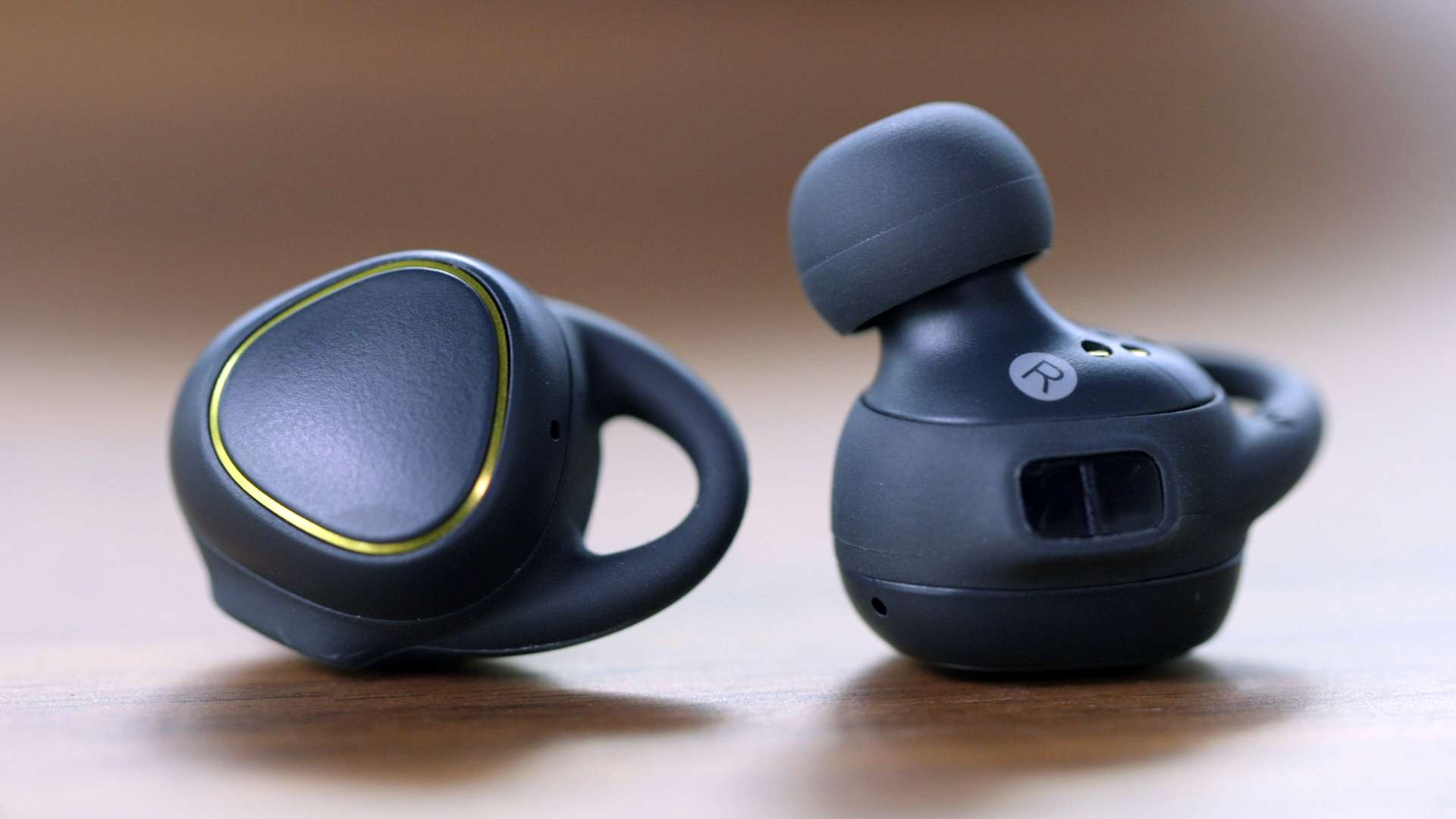 68e85605616 Samsung Gear IconX (2018) Review: Comfortable to Wear, Improved in Battery